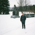 Me next to the statue of Lenin in the place where he died