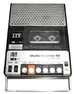 I was just so jealous of Daniela who had one of these and was playing Abba's Dancing Queen on it which had just one the eurovision song contest. Terry Jacks' Seasons i the Sun and Je t'aime..moi non plus! Ahhhhhh